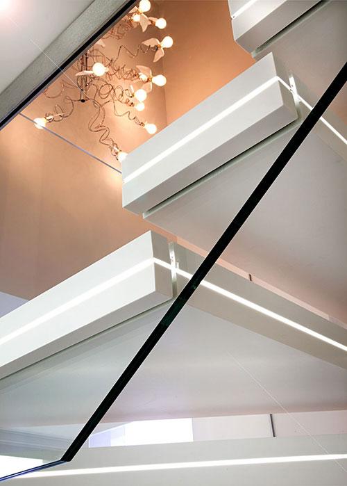 Trap met verlichting interieur inrichting - Trap ontwerpen ...