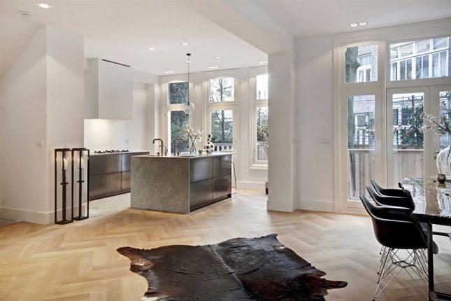 Tuin van benedenwoning met souterrain interieur inrichting - Moderne keuken en woonkamer ...