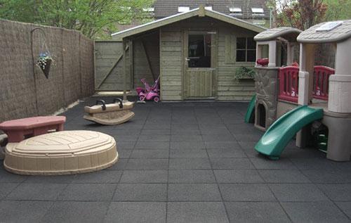 Speeltegels tuin potplanten buiten schaduw for Tegels voor dakterras