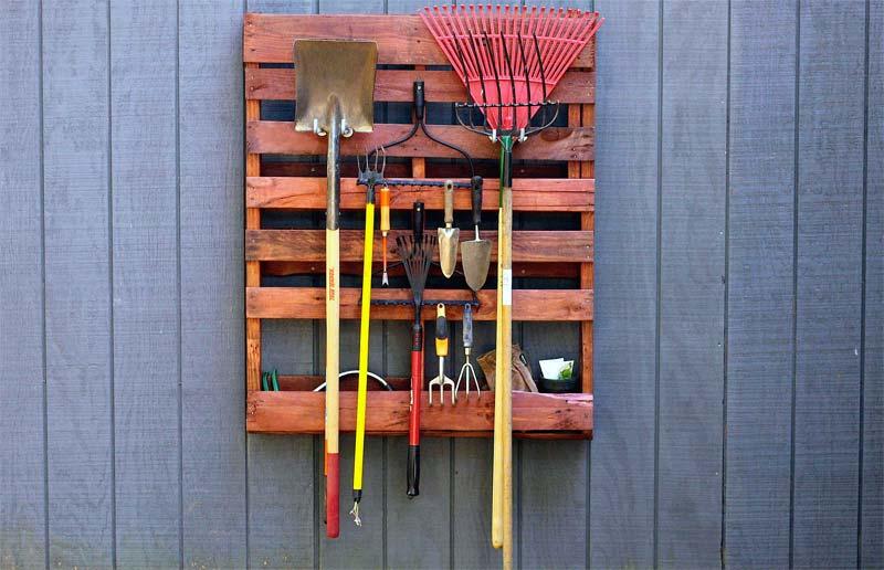 tuingereedschap ophangen houten pallet