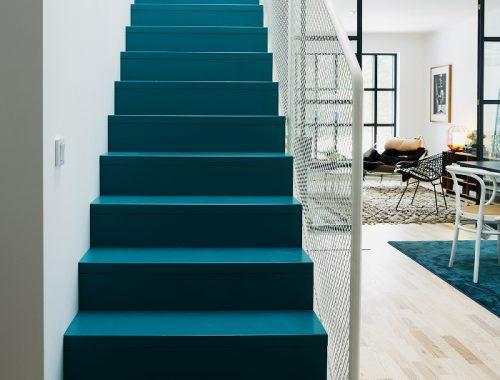 Turquoise blauwe trap