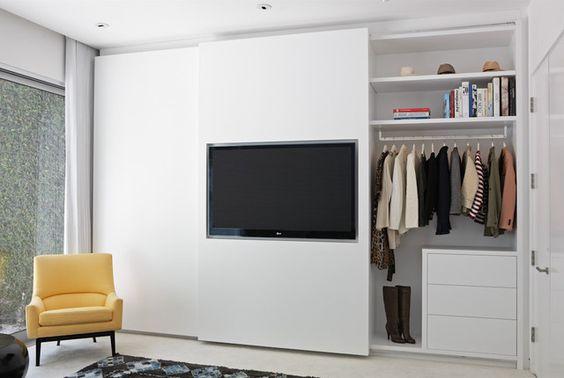 TV aan kledingkast
