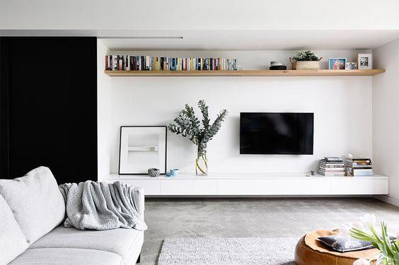 TV ophangen aan de muur boven de meubel