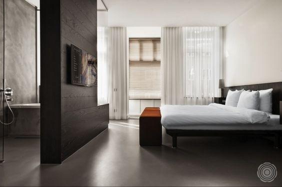 TV aan roomdivider slaapkamer en badkamer