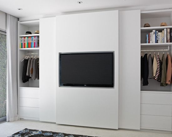 TV aan schuifdeur kledingkast slaapkamer
