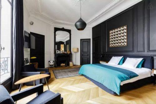 TV in klassieke slaapkamer