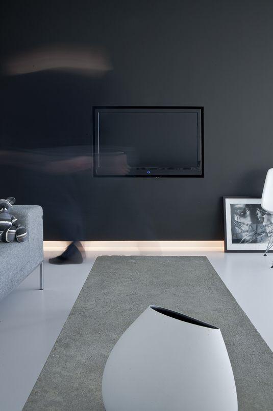 TV ophangen in de muur