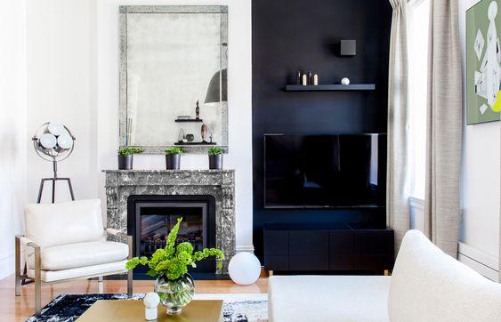 tv ophangen aan zwarte muur