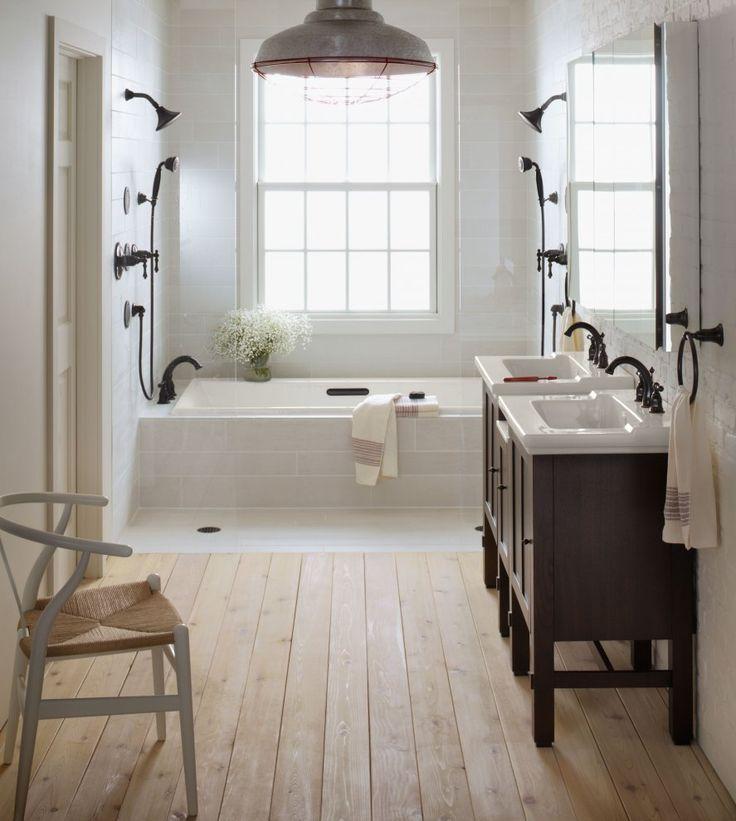 Twee douches tegenover elkaar