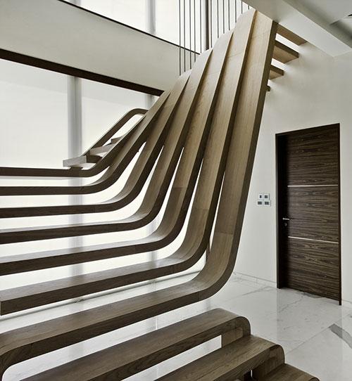Houten trap in badkamer - Interieur houten trap ...
