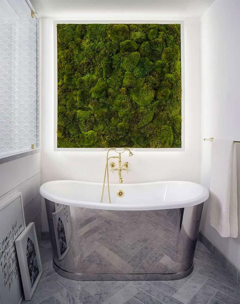 Verticale tuin met mos in badkamer
