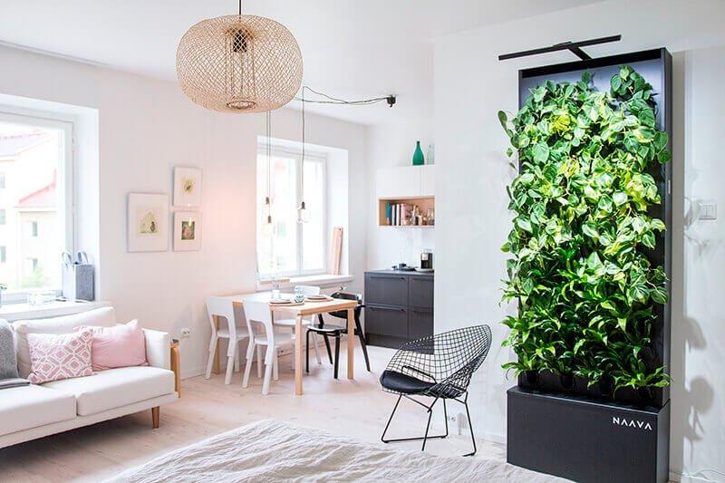 Dit is de mooie Naava One verticale tuin, die zowel in huis als op kantoor gebruikt kan worden.