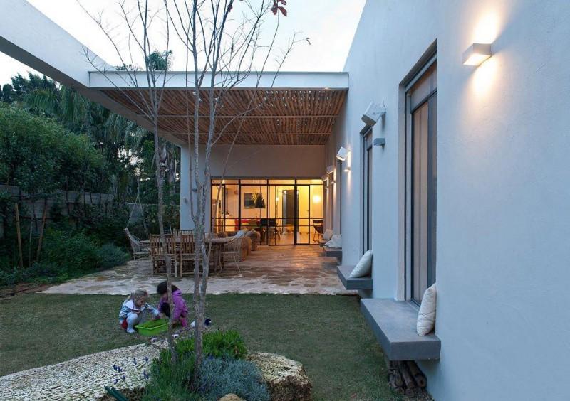 Villa tuin met overdekte patio
