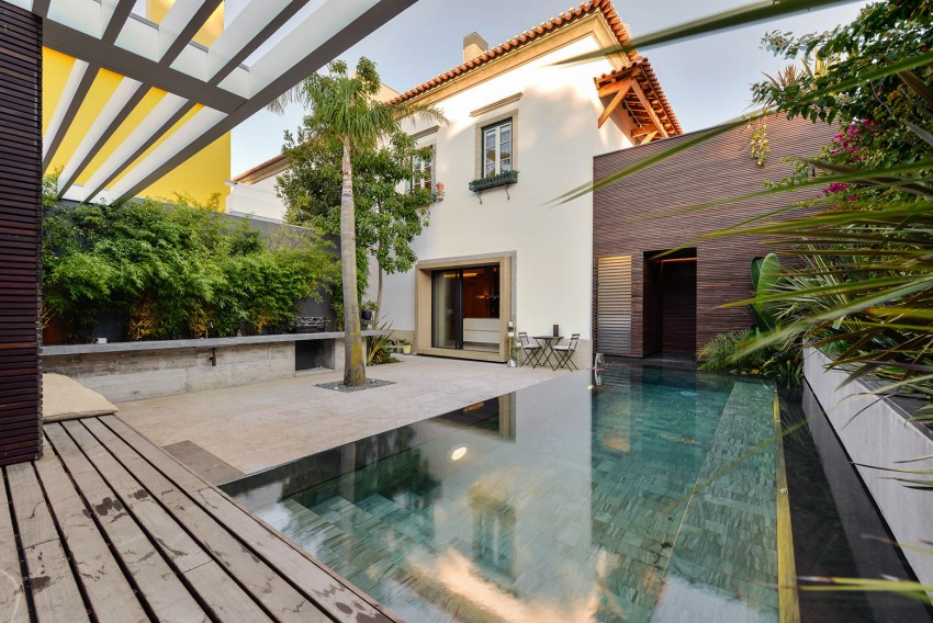 Villa tuin met zwembad en terras