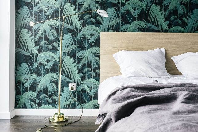 Vintage retro slaapkamer met behang van Cole & Son  Interieur ...