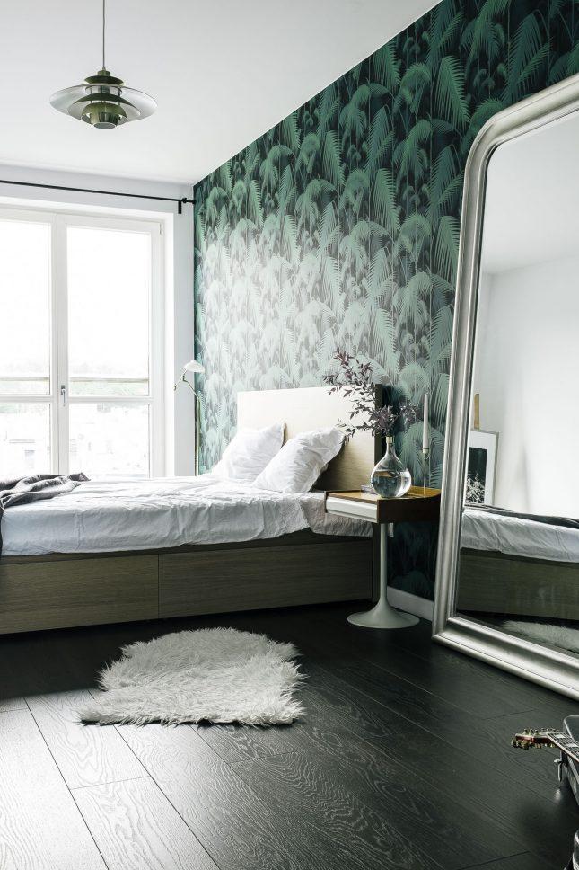 Vintage retro slaapkamer met behang van Cole & Son