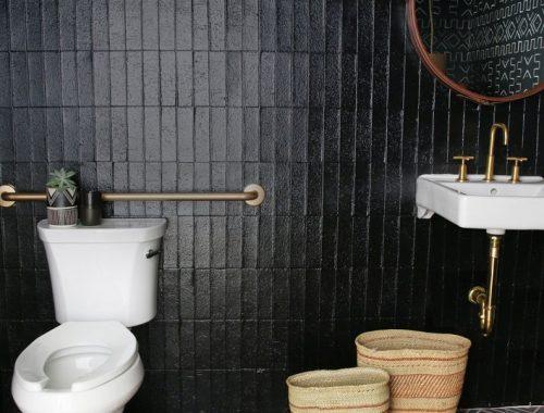 Vintage toilet met mooie tegels