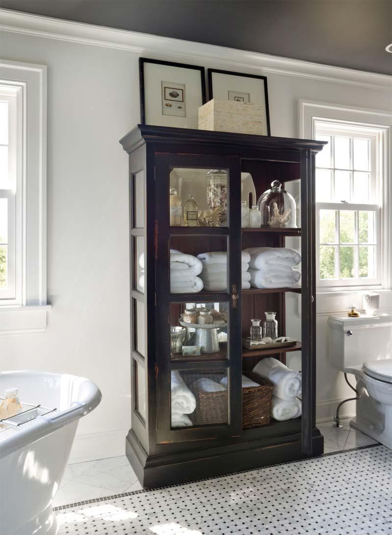 vitrinekast in badkamer