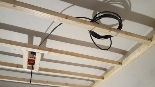 vrijdragend verlaagd plafond