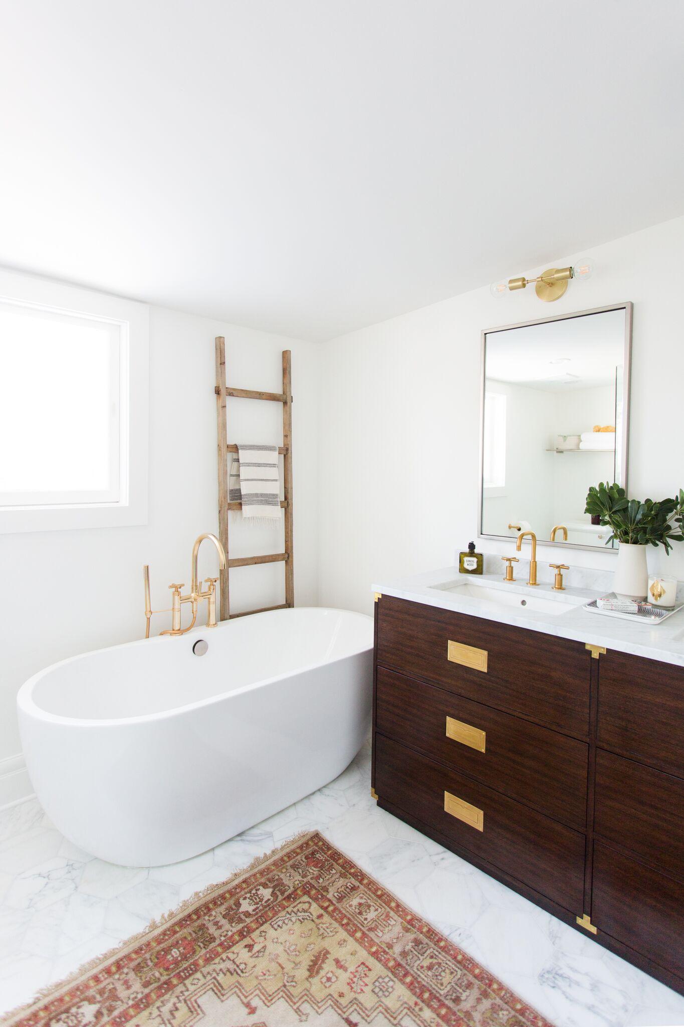 vrijstaand-bad-klassieke-badkamer