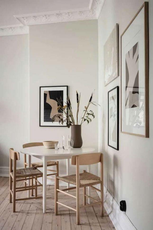 witte eettafel houten stoelen vloer