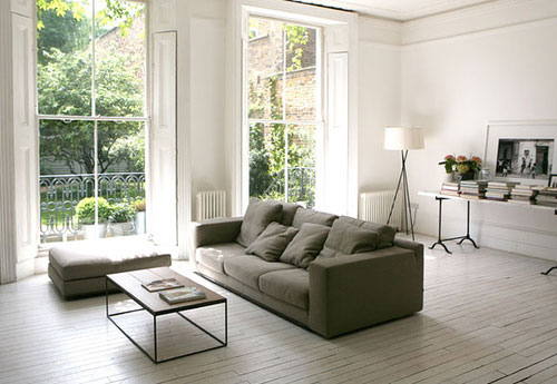 Witte houten vloer in woonkamer
