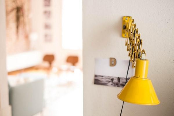 witte-industriele-wandlamp