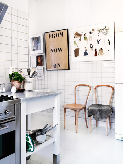 Witte keuken met leer, hout en marmer  Interieur inrichting