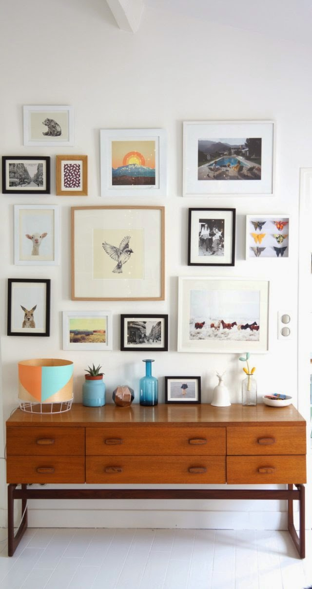 Kleurrijke witte woonkamer van annouchka interieur inrichting - Deco idee witte woonkamer ...