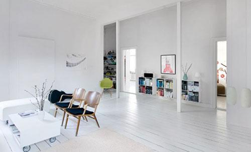 Witte vloer in woonkamer