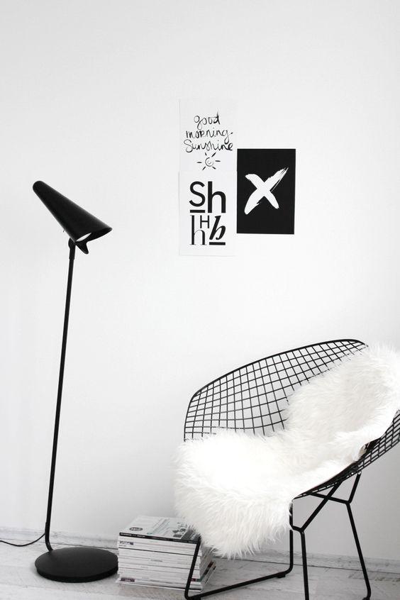 witte-vloer-zwarte-meubels