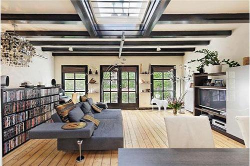 Woning te koop in amsterdam met garage en dakterras for Huis met paardenstallen te koop