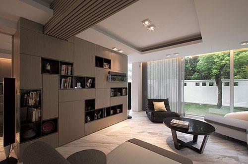 zorg gekozen verlichting zijn bepalend in de sfeer van deze woonkamer ...