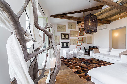 Woonkamer inrichting met vliering slaapkamer | Interieur inrichting