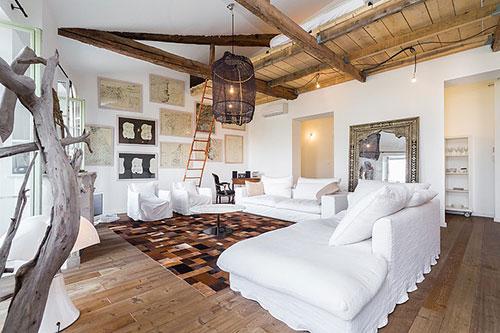 Woonkamer inrichting met vliering slaapkamer interieur inrichting - Deco grote woonkamer ...