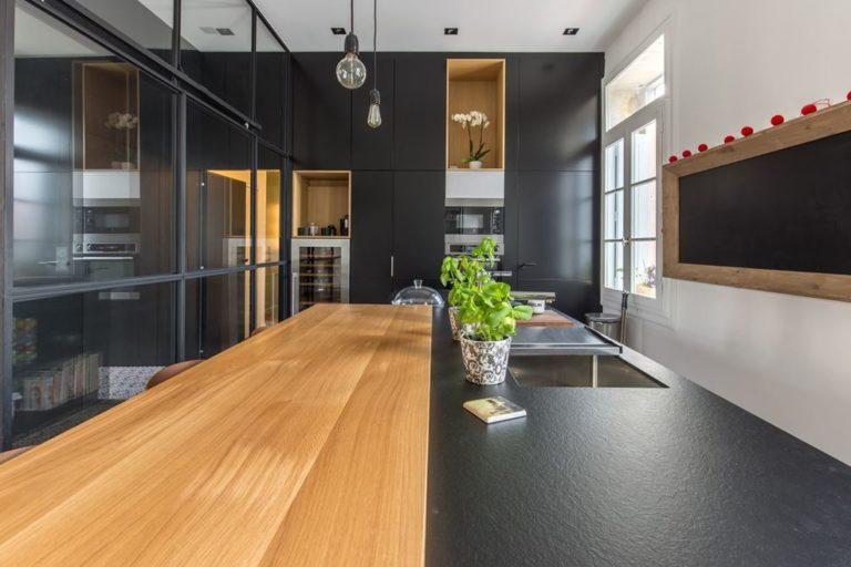 Zo richt je een gesloten transparante keuken in!