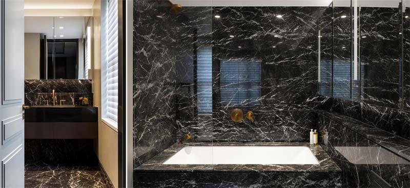 Deze luxe badkamer met zwarte marmeren wanden en vloer is ontworpen door de interieur ontwerpers van ontwerpbureau Caballero.