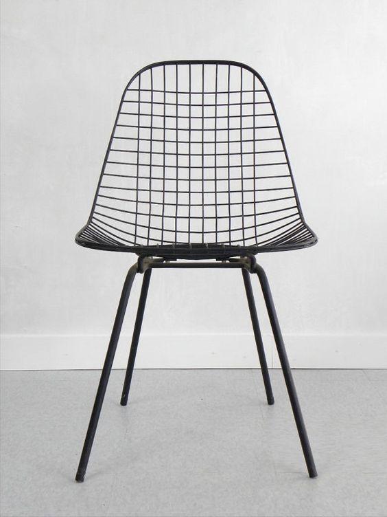 Zwarte eames stoel interieur inrichting for Herman miller stoel
