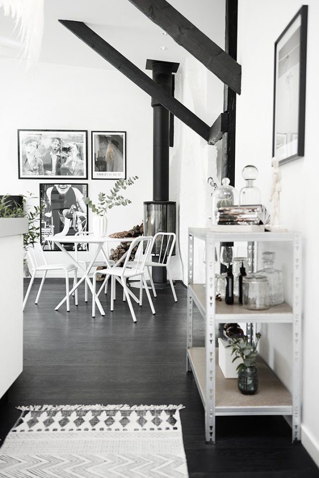 Zwarte houten vloer