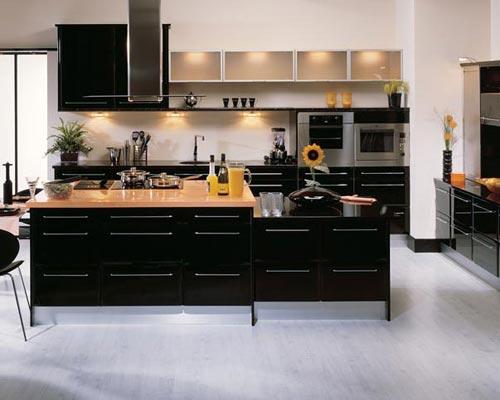 Zwarte Keuken Houten Vloer : een zwarte keuken. Ook erg modern, maar zoals je ziet is deze zwarte