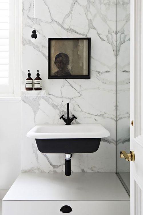 Zwarte kraan voor badkamer