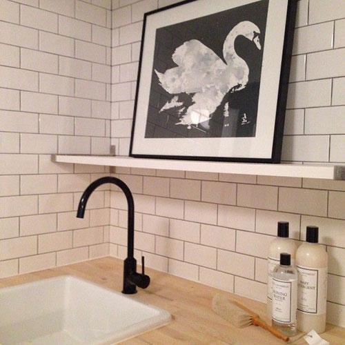 Zwarte kraan voor badkamer  Interieur inrichting
