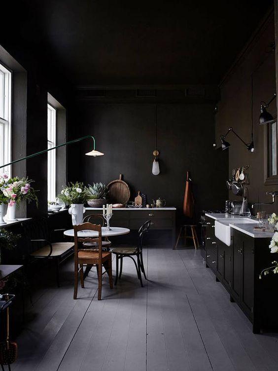 15x zwarte muur interieur inrichting - Deco grijze muur ...