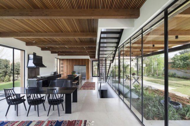 Zwarte stalen trap met ijzerdraad balustrade interieur inrichting - Moderne buitentrap ...