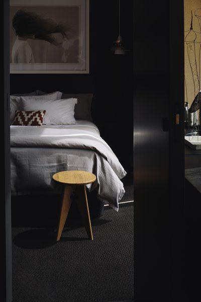 zwarte vloerbedekking slaapkamer