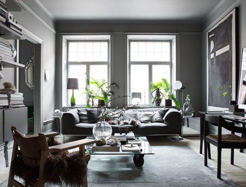 Zweedse stylist maakt een statement in haar interieur met donkere kleuren