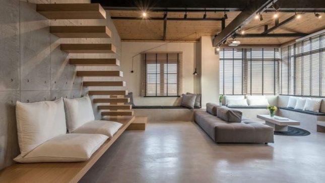 zwevende houten trap woonkamer
