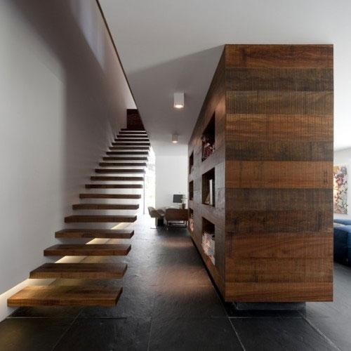 Zwevende trap interieur inrichting - Moderne houten trap ...